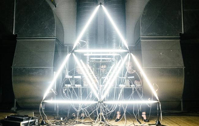 Berlin-baserede Ensemble Adapter opførte fem af danske Simon Løfflers værker på Copenhagen Contemporary. Politiken kvitterede efterfølgende med fire hjerter. Foto: Malthe Folke Ivarsson